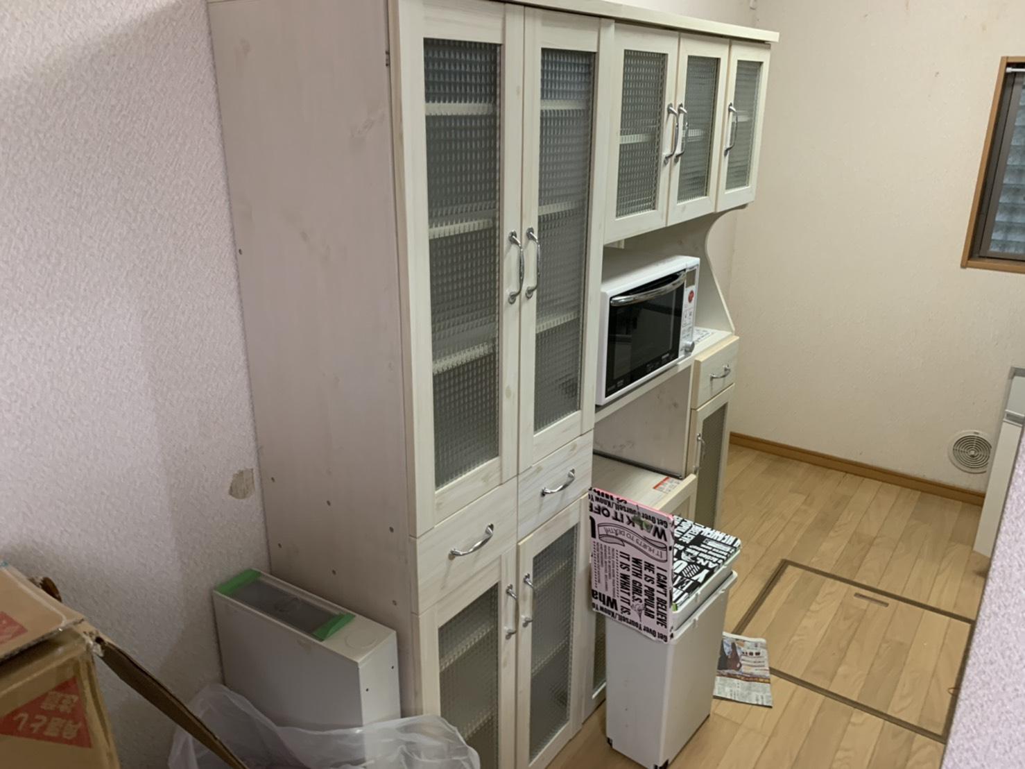食器棚、電子レンジ、その他不用品の回収前
