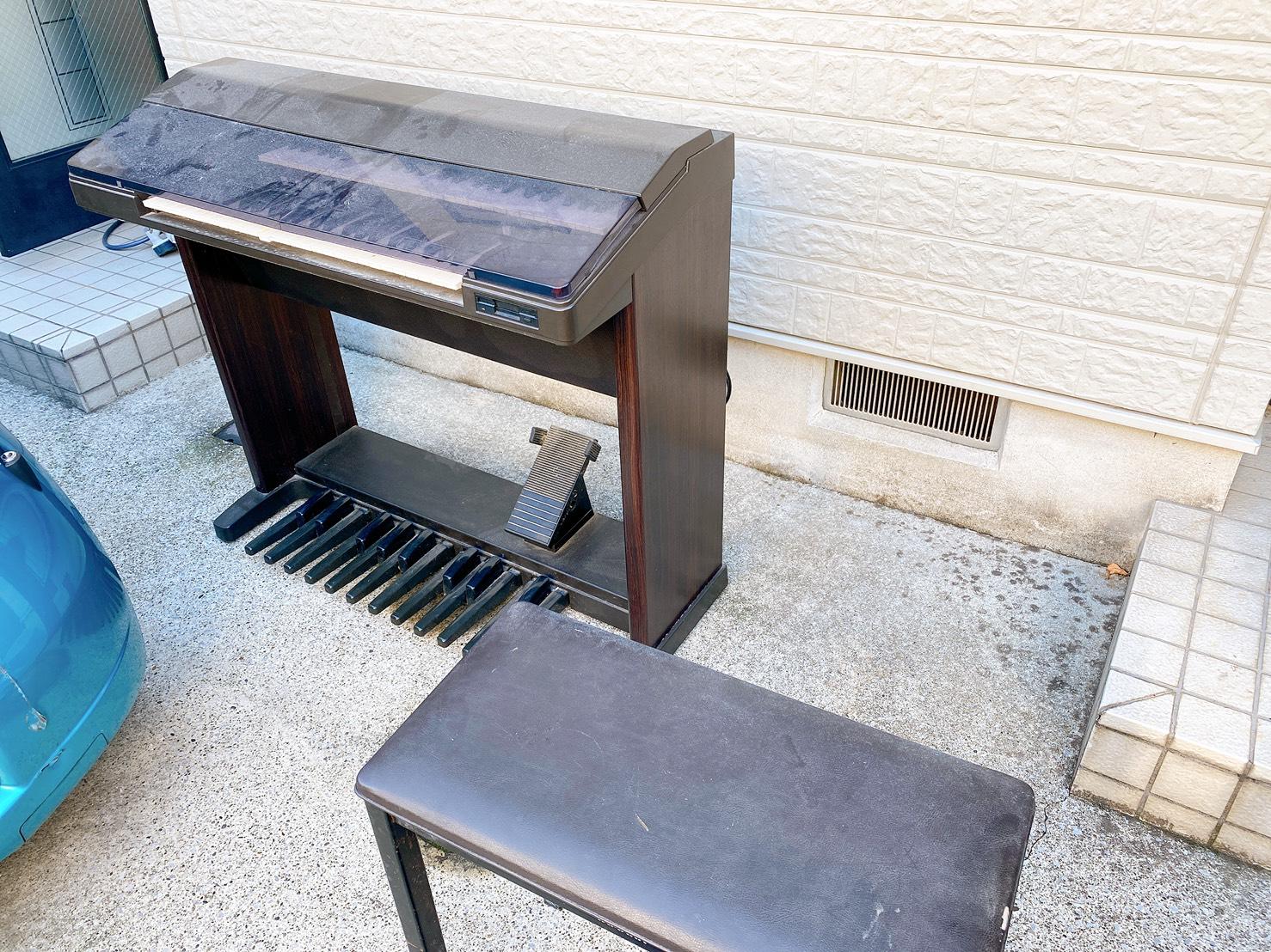 電子ピアノ、椅子の回収前