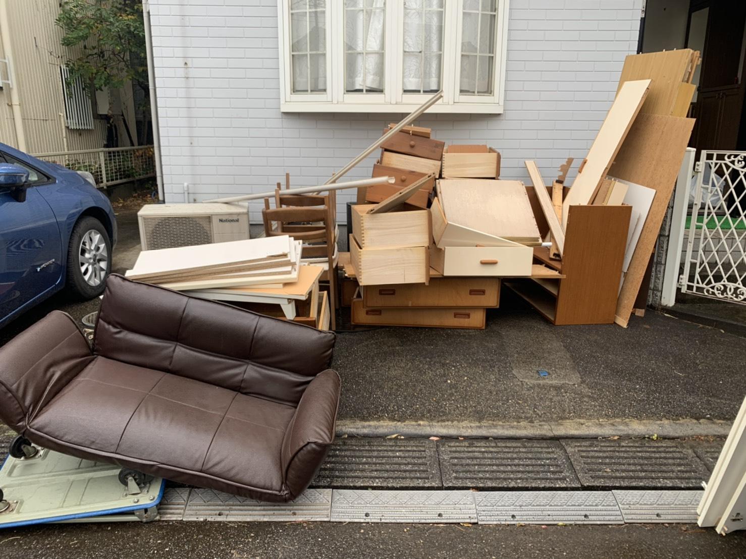 タンス、ソファ、椅子の回収前