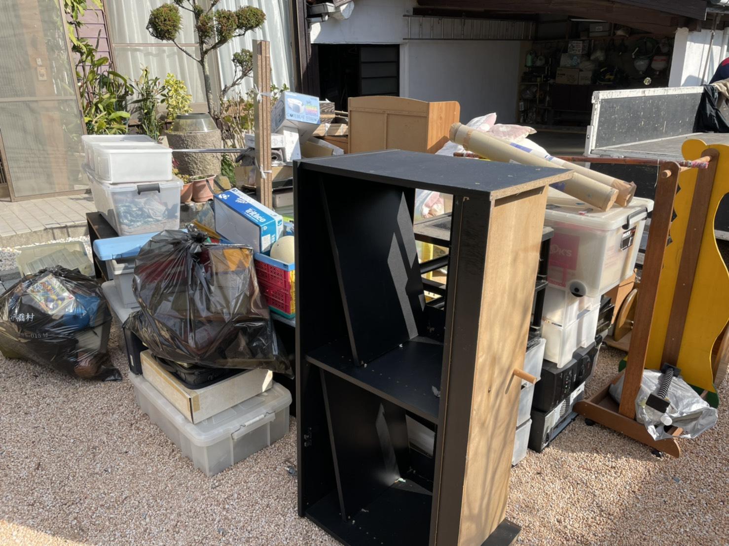 カラーボックス、衣装ケース、その他不用品の回収前