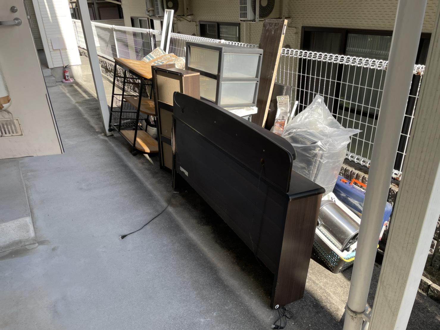 電子ピアノ、カラーボックス、布団、ラックの回収前