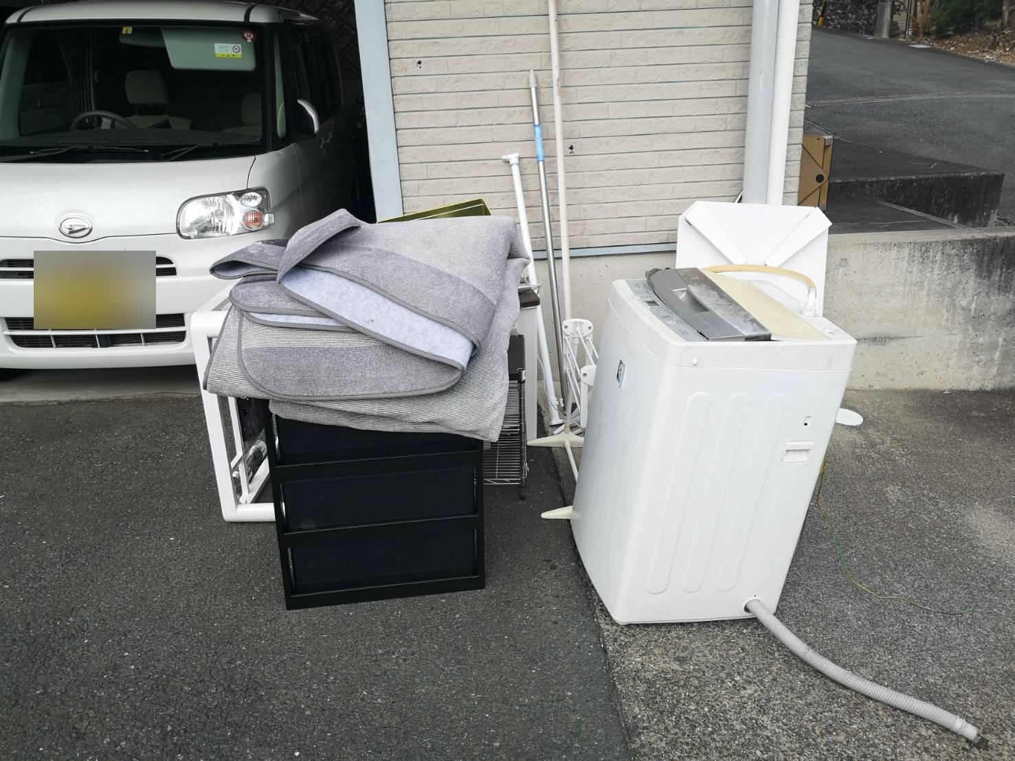 洗濯機、ローテーブル、カーペット、コタツ、ラックの回収前