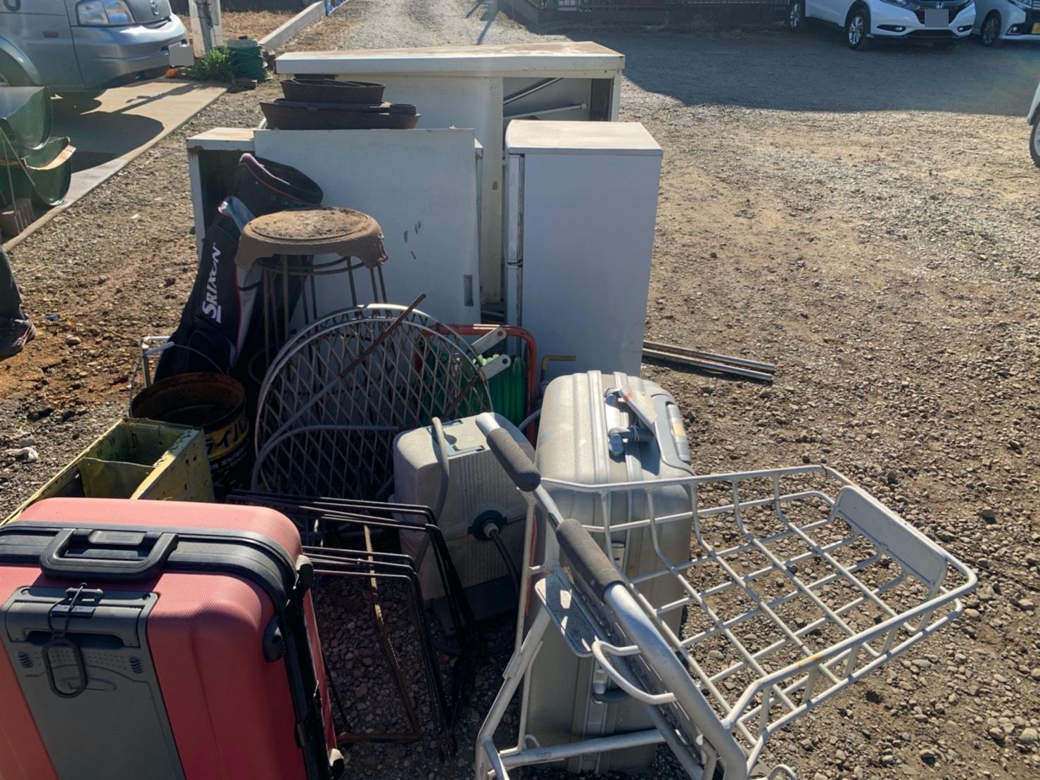 キャリーケース、冷蔵庫などの不用品の回収前