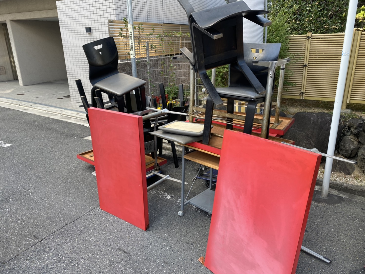 机、椅子の回収前