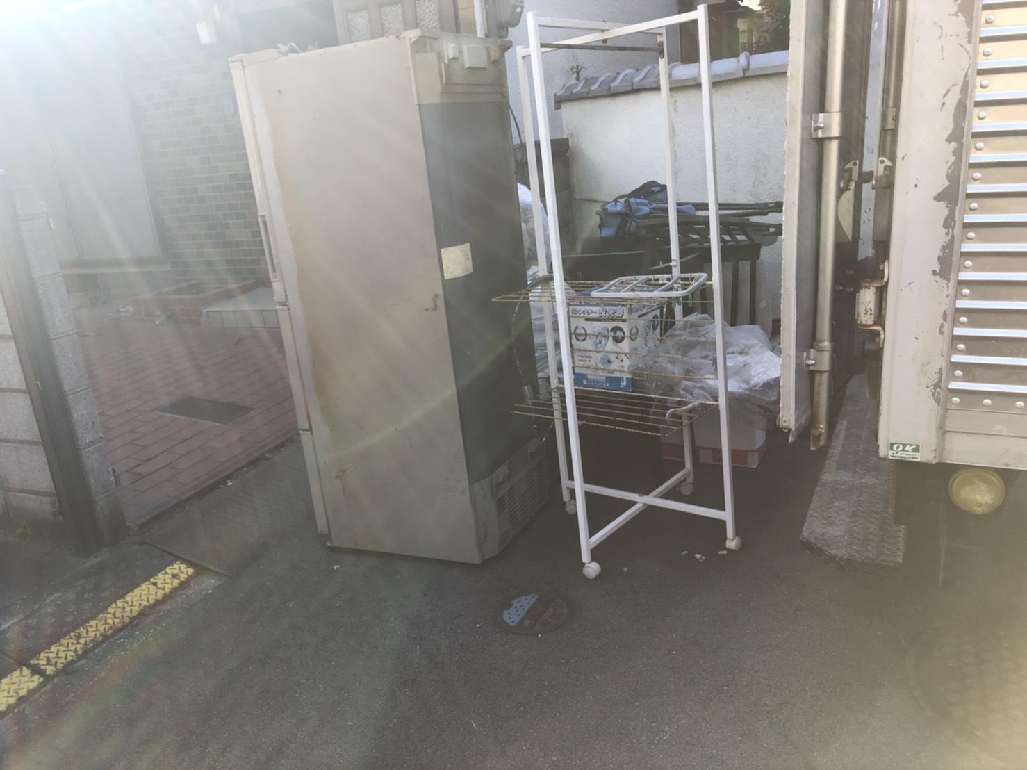 冷蔵庫、ハンガーラックの回収前