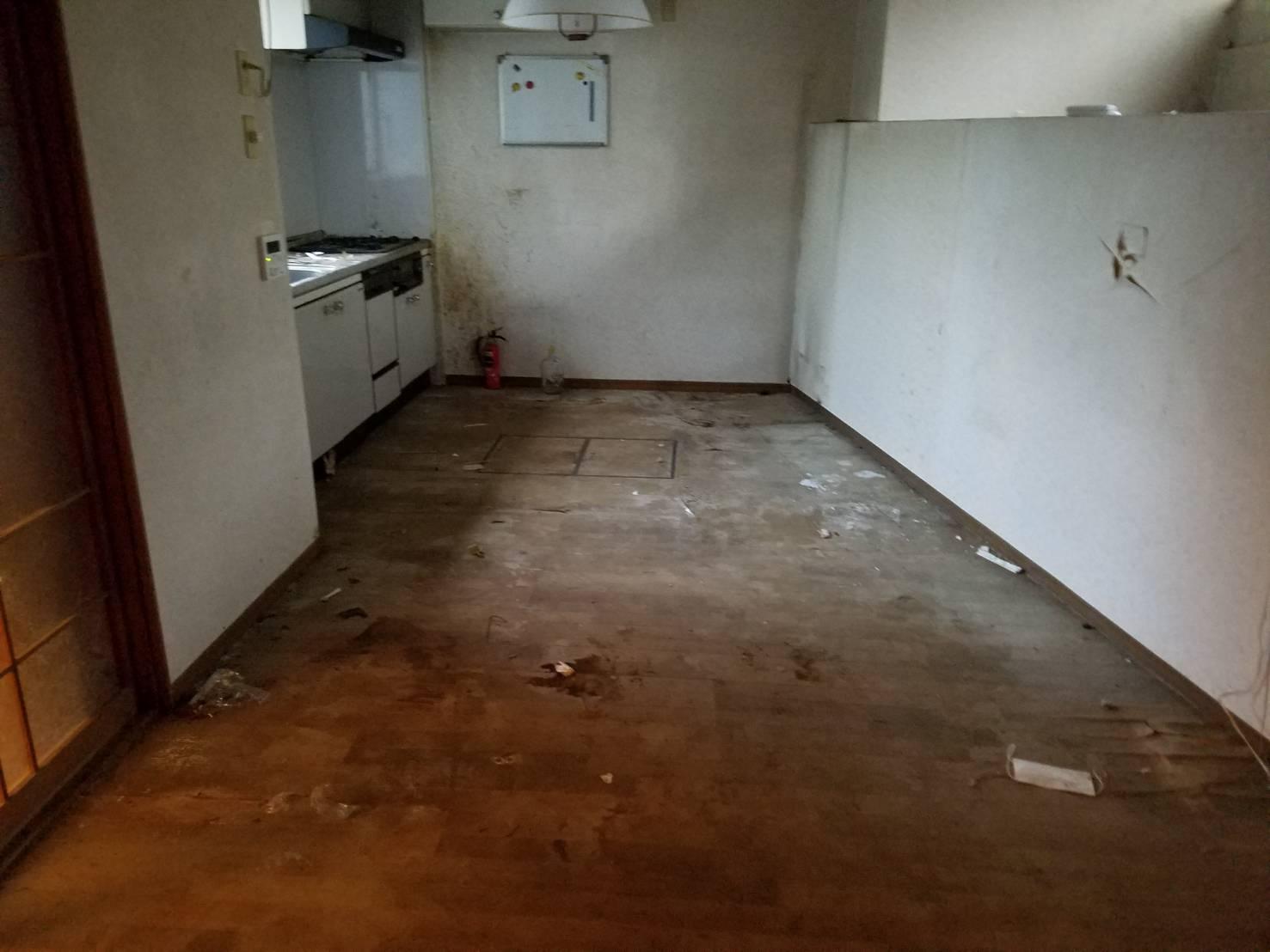 冷蔵庫、食器棚、調理器具の回収後