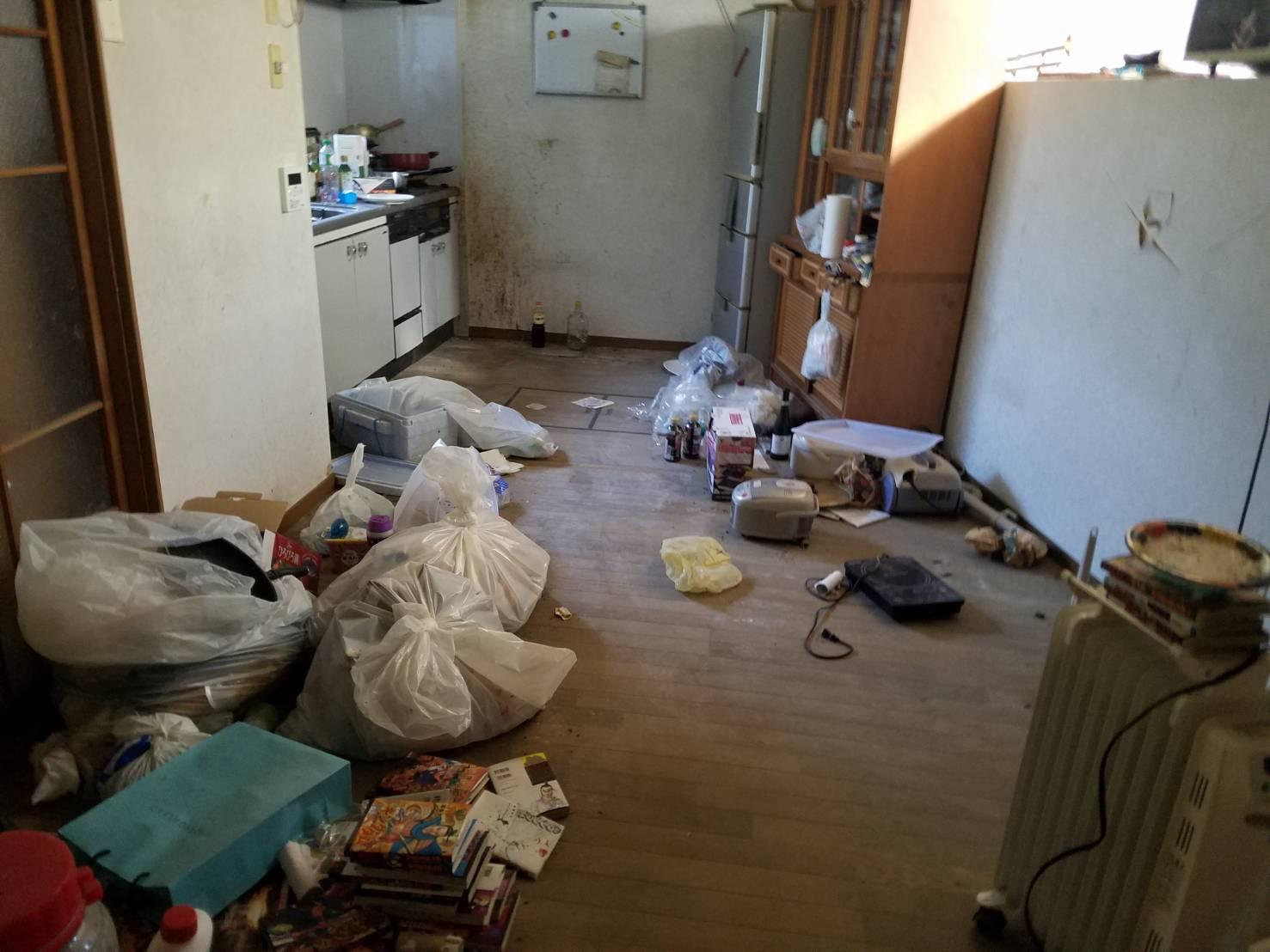 冷蔵庫、食器棚、調理器具の回収前