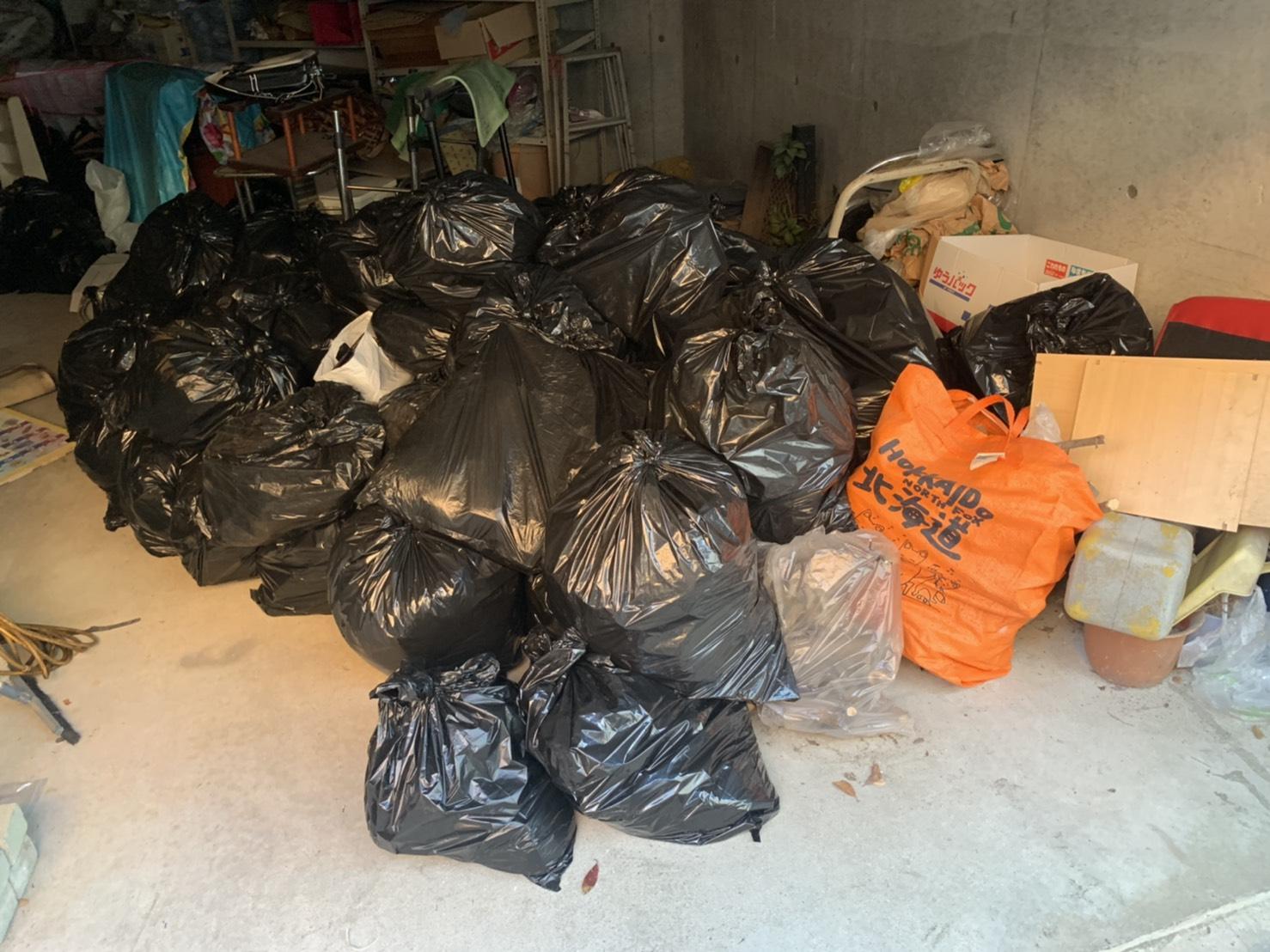 大量の不用品の回収前