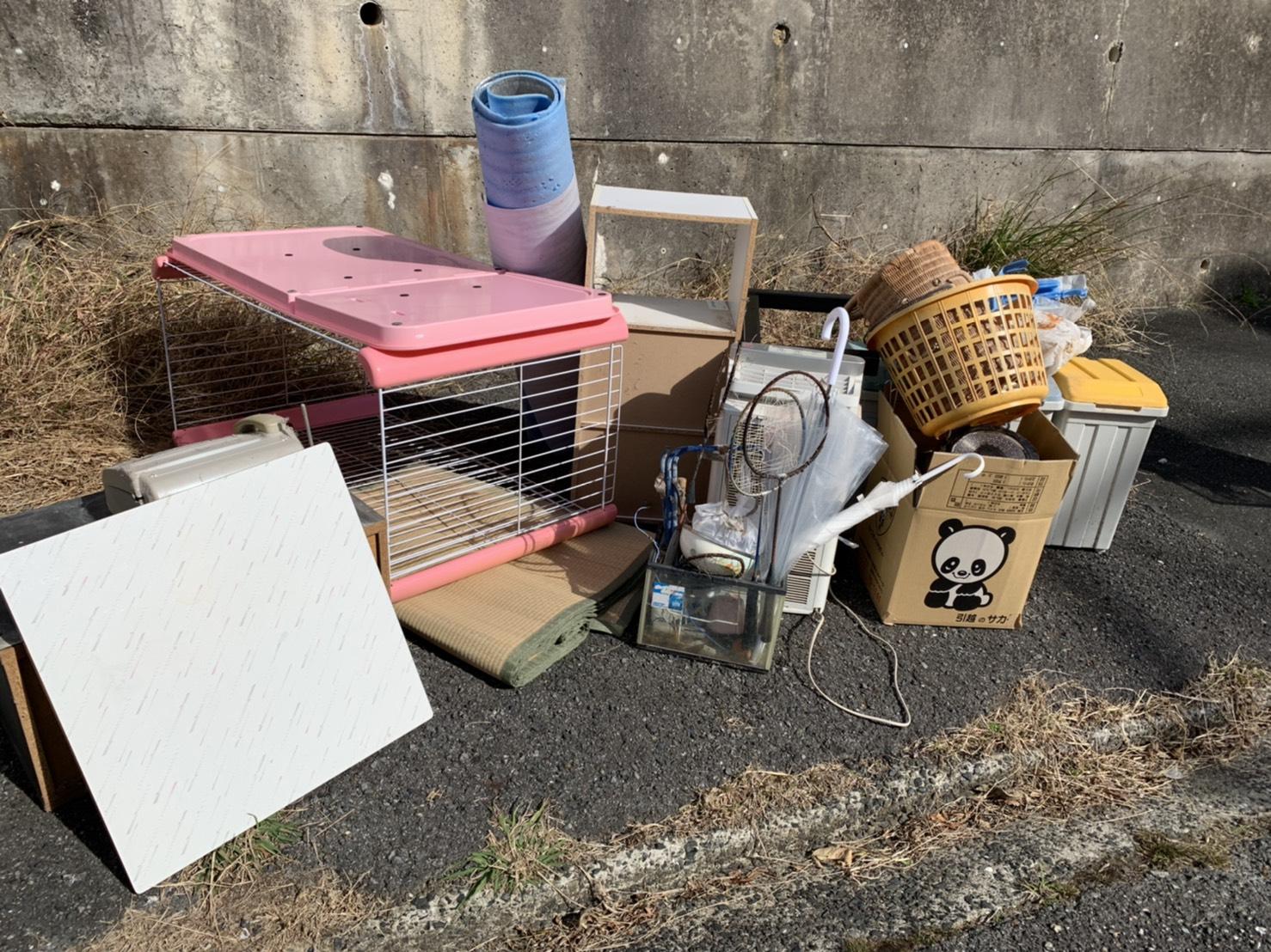 収納ケース、犬用ゲージなどの回収前