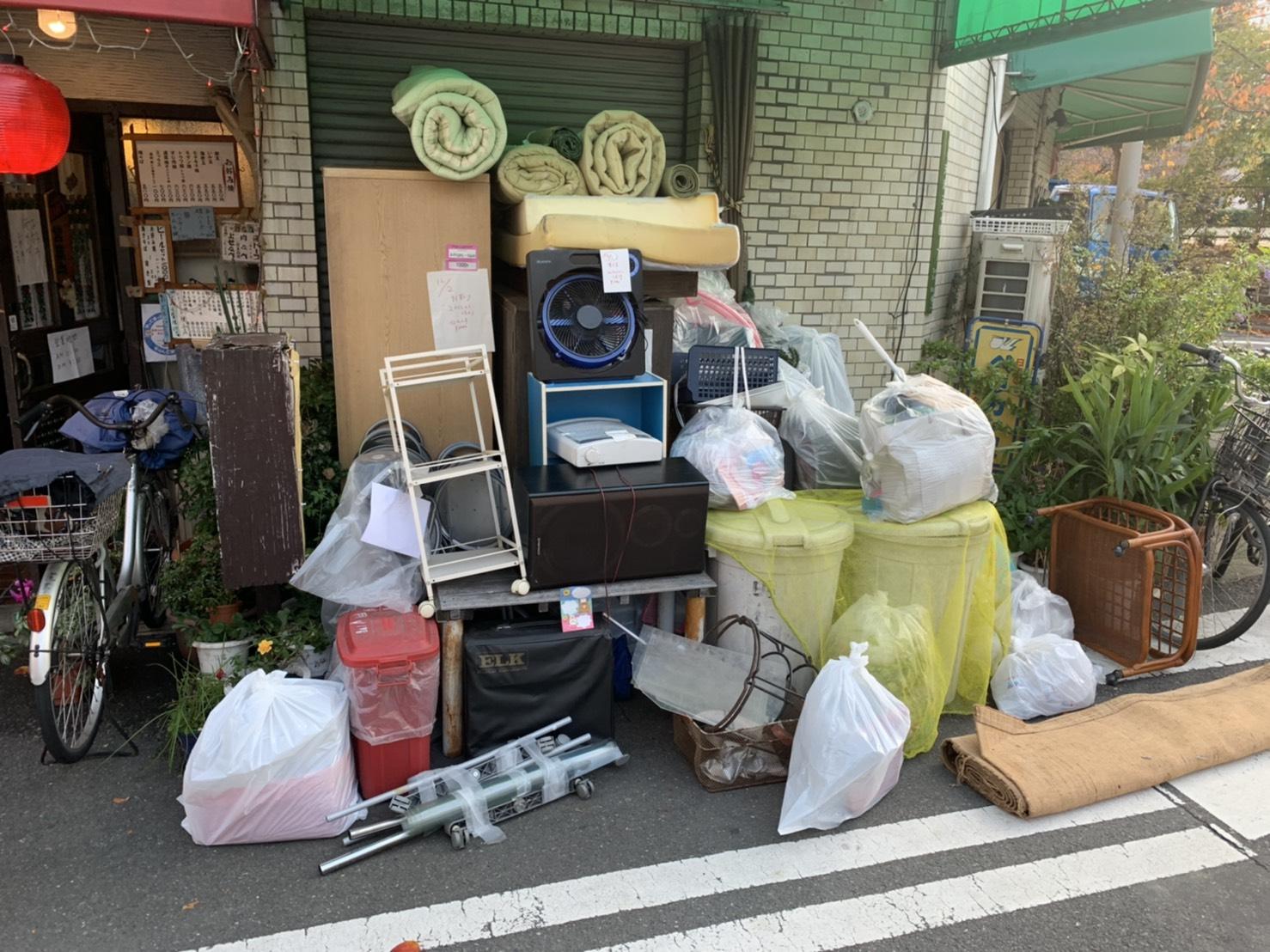 扇風機、ゴミ箱、スピーカー、その他大量の回収前