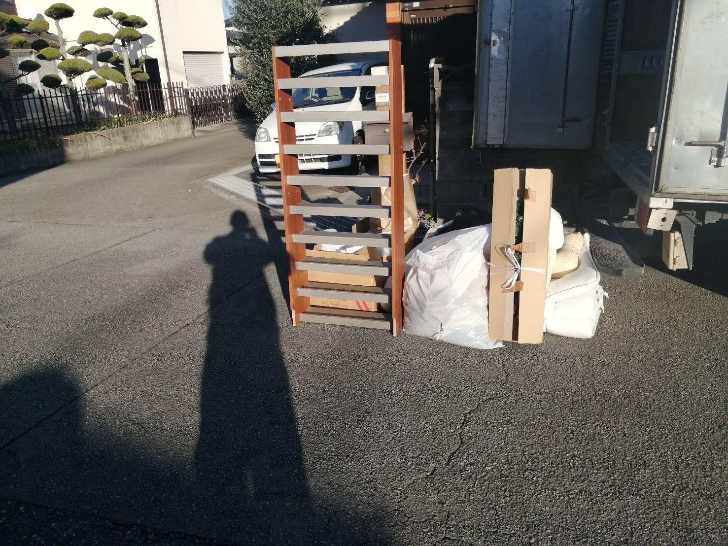 本棚、布団の回収前