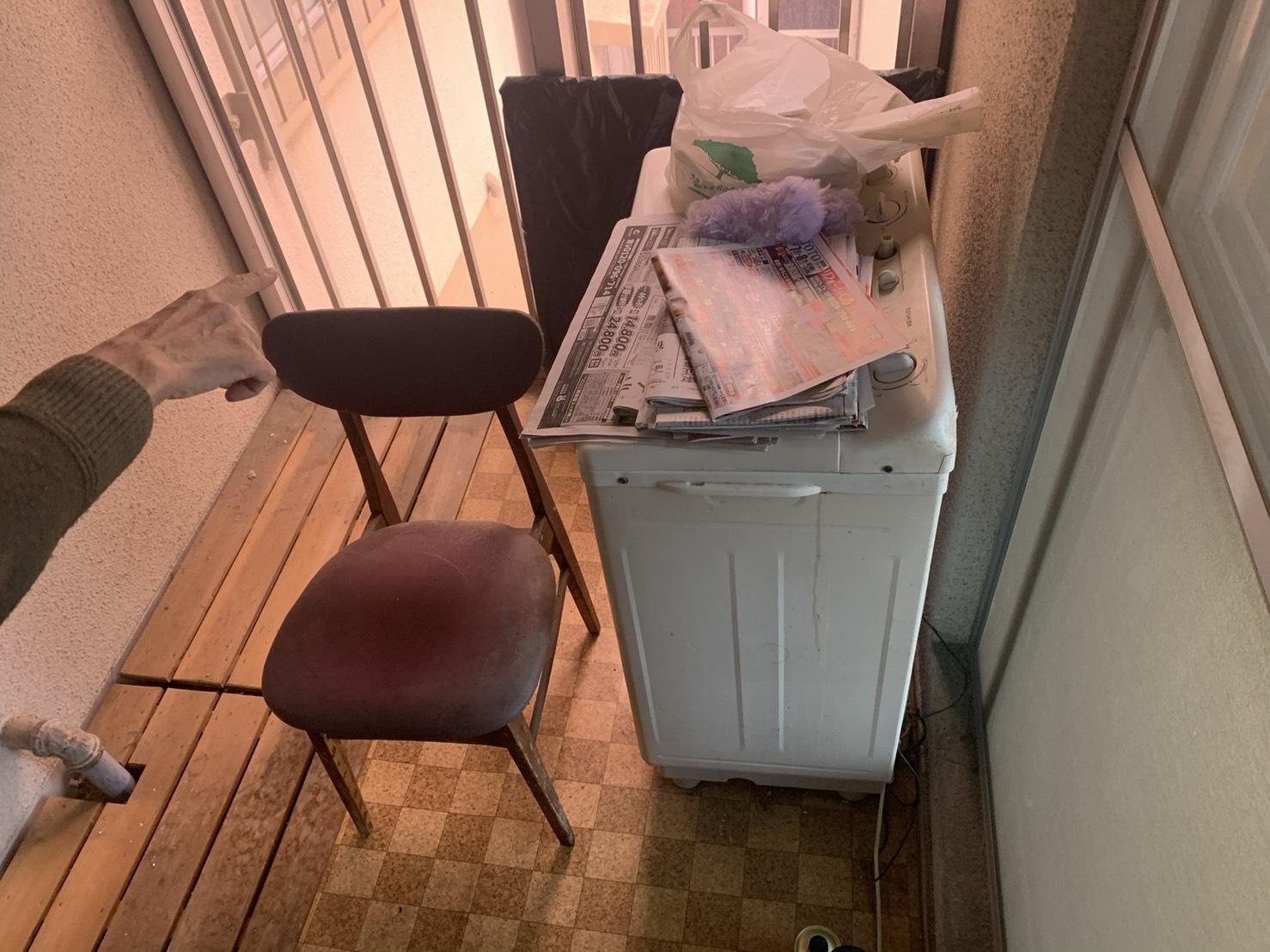 洗濯機、イスの回収前