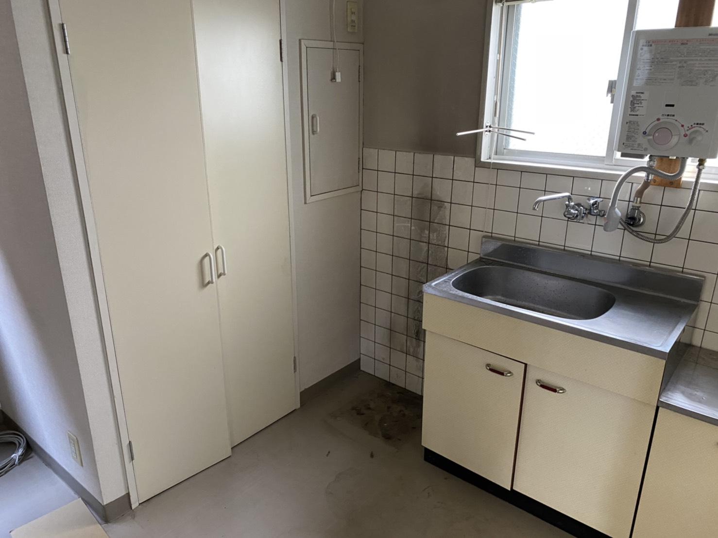 電子レンジ、冷蔵庫、食器の回収後
