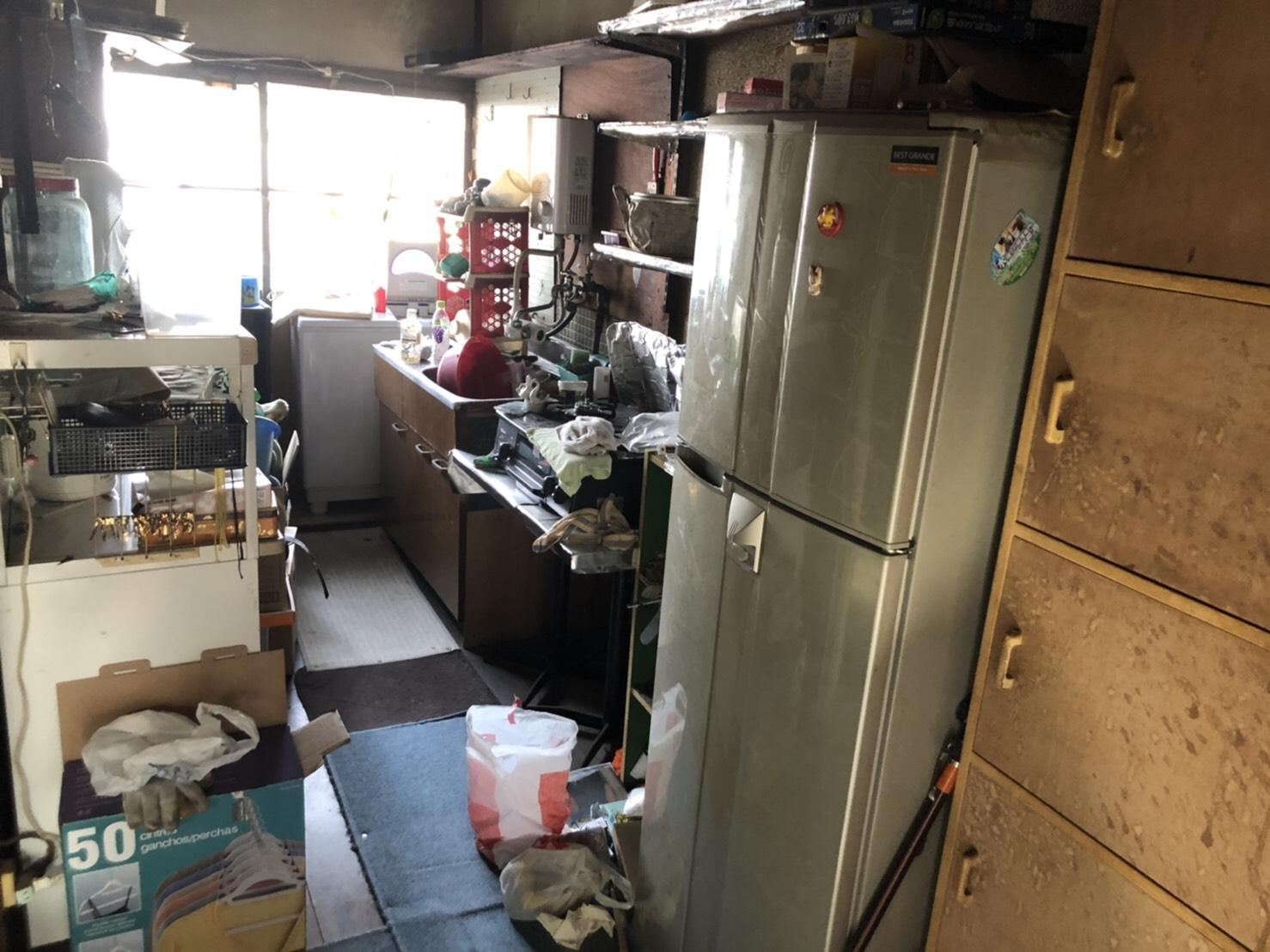 キッチン周辺の不用品の回収前