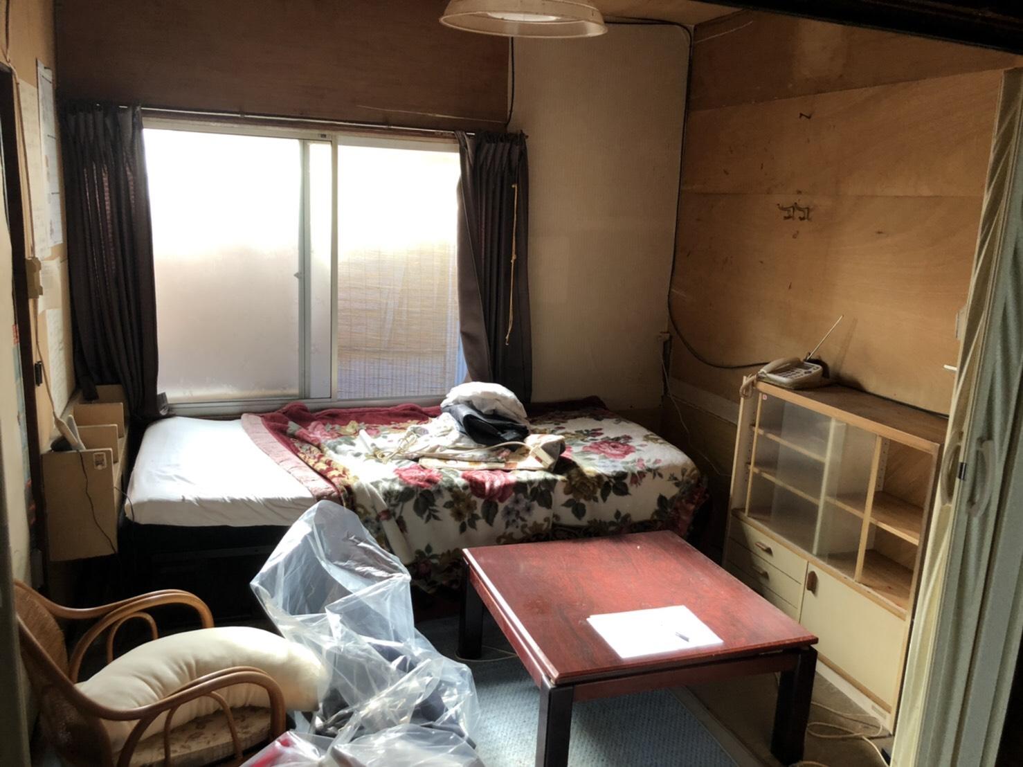 ベッド、タンス、テーブル、椅子、マットレス、布団の回収前