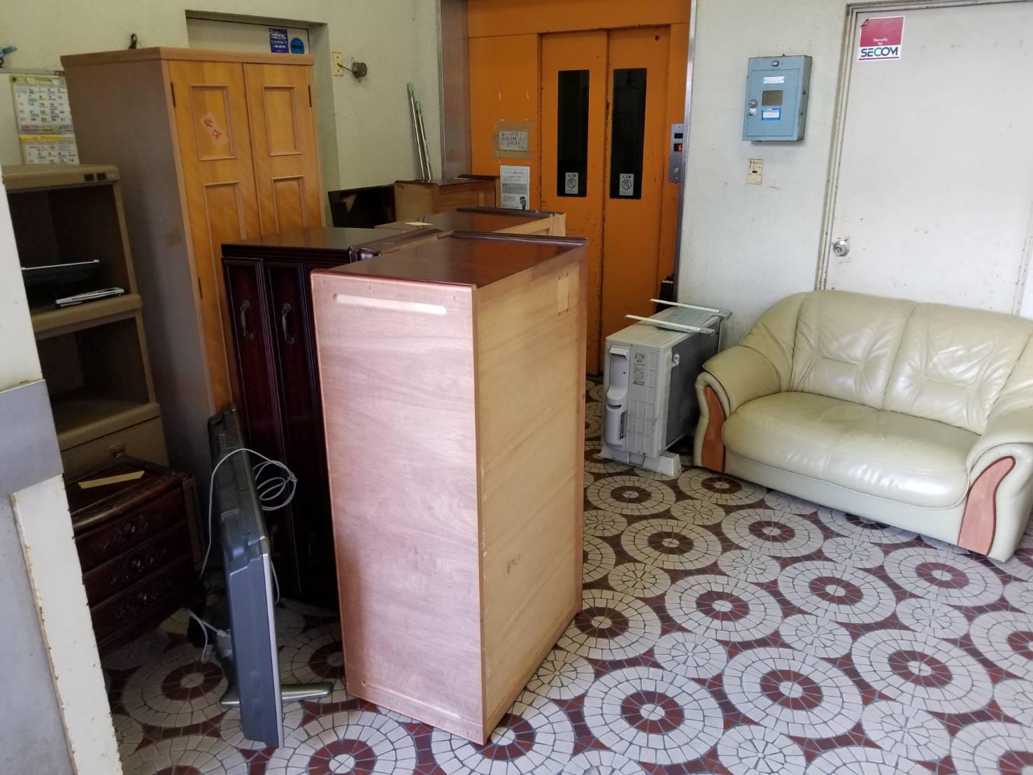 ソファーやタンスなどの家具類の回収前