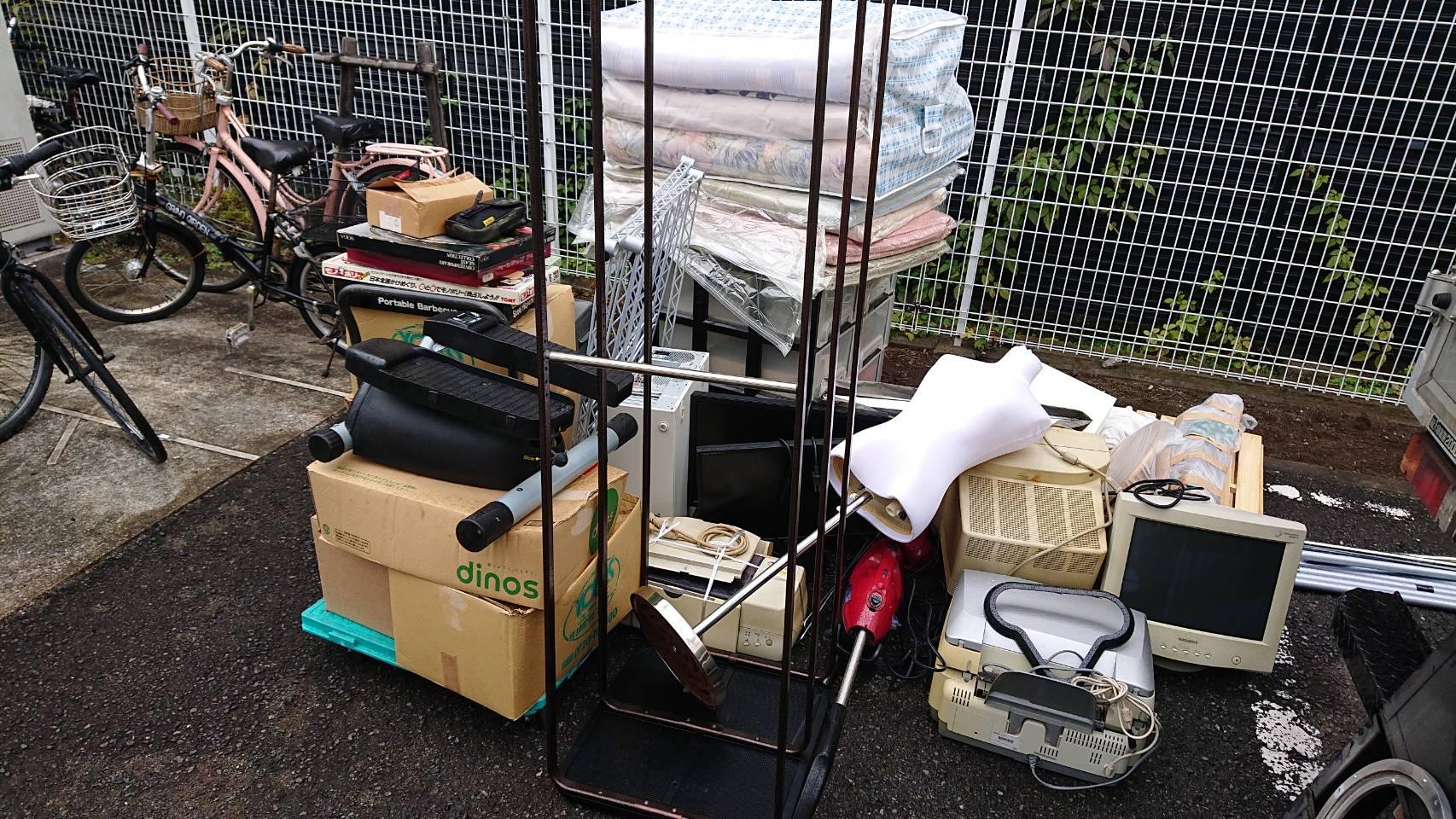 モニター、布団、その他不用品の回収前
