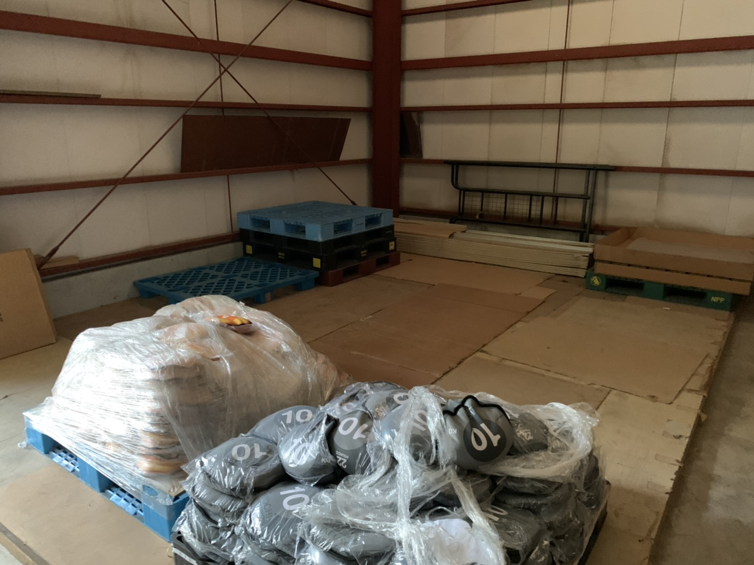 倉庫内の不用品の回収後