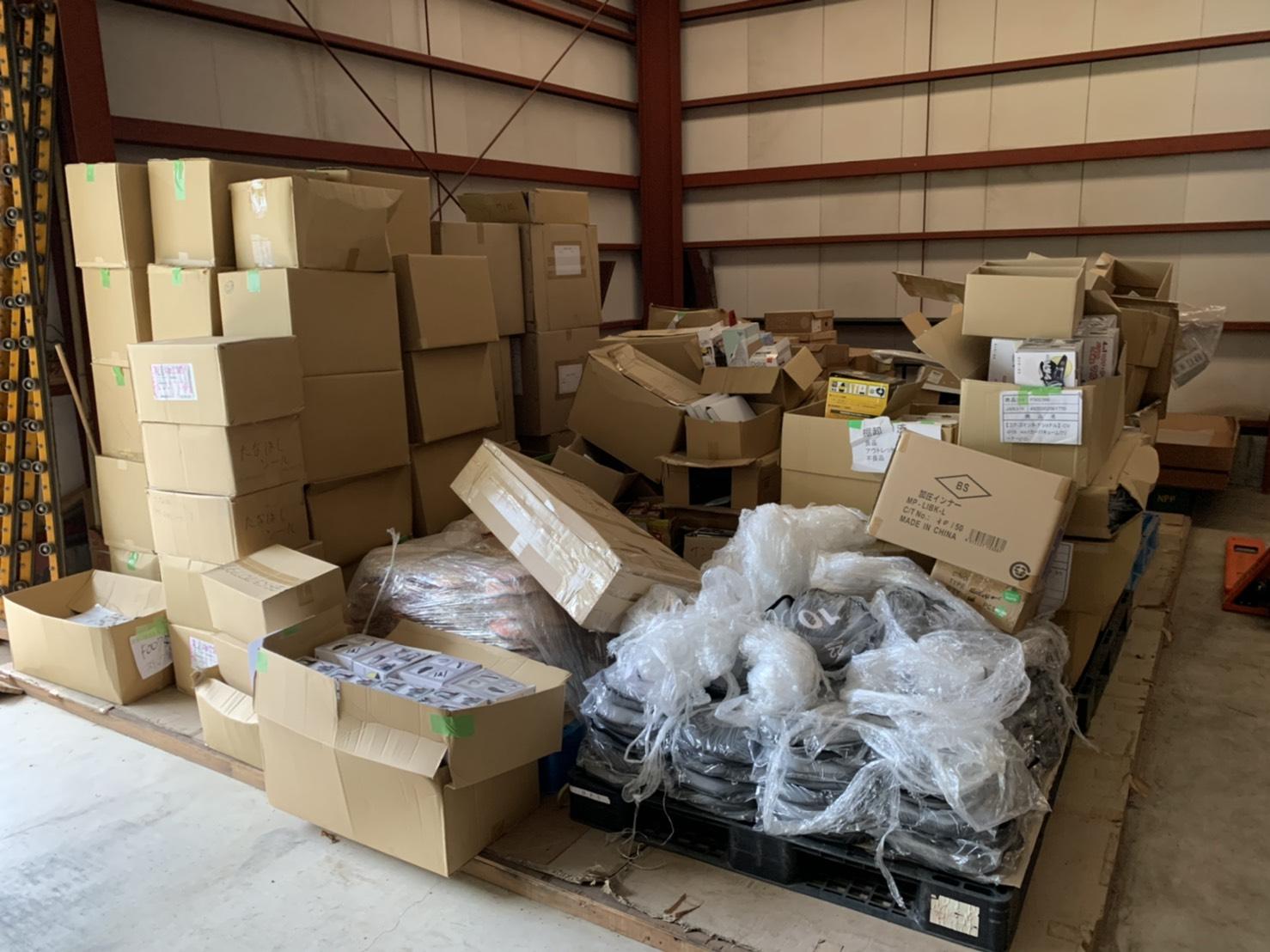 倉庫内の不用品の回収前