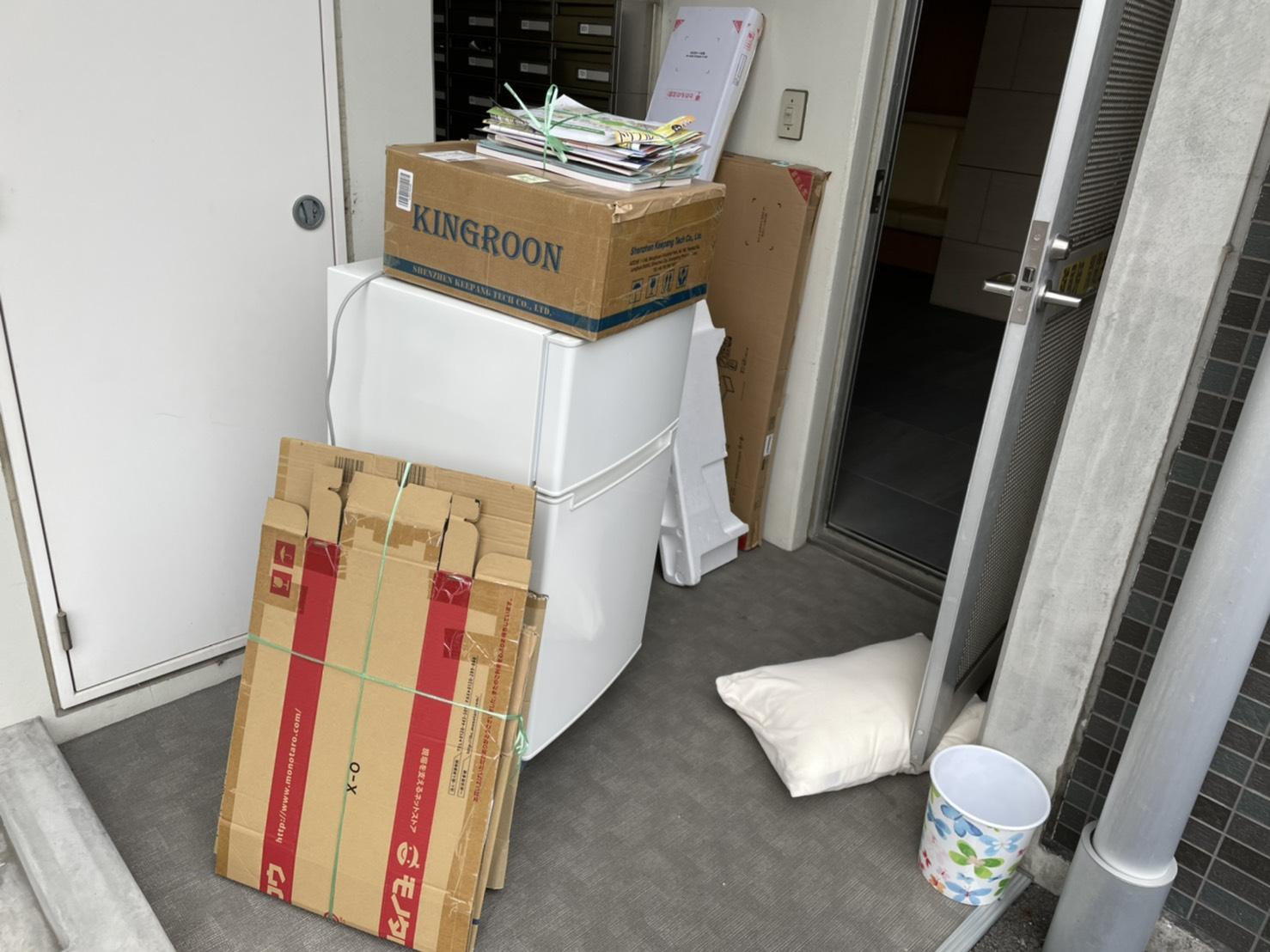 冷蔵庫、書類などの不用品の回収前