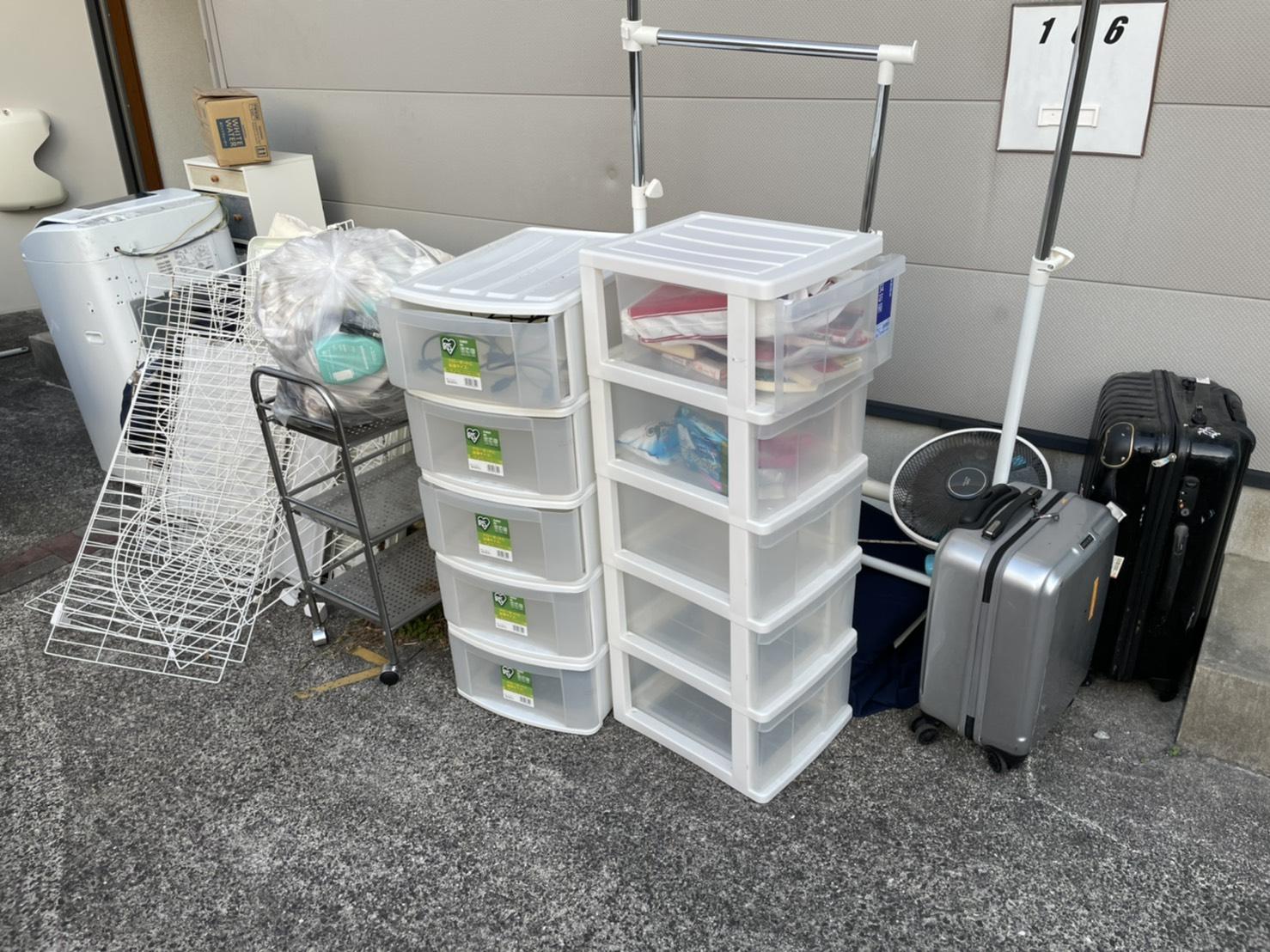 洗濯機、収納ケースなどの不用品の回収前