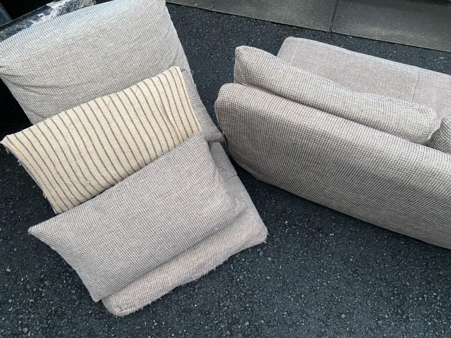 ソファ、座椅子、クッションの回収前