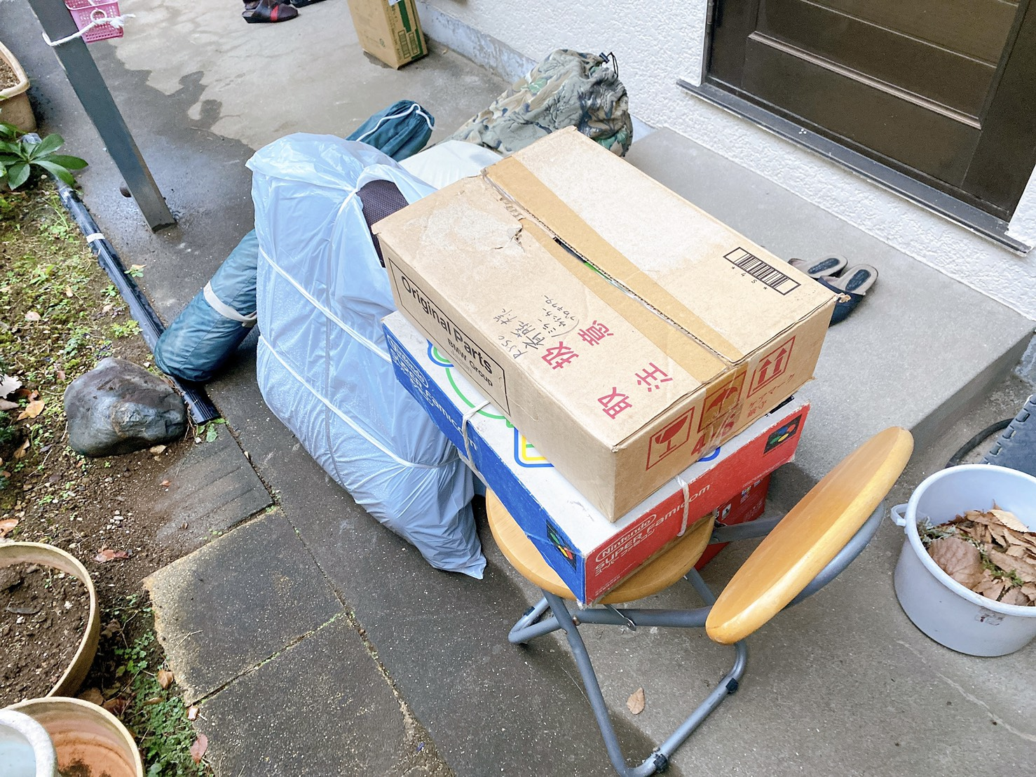 座椅子、椅子、その他不用品の回収前