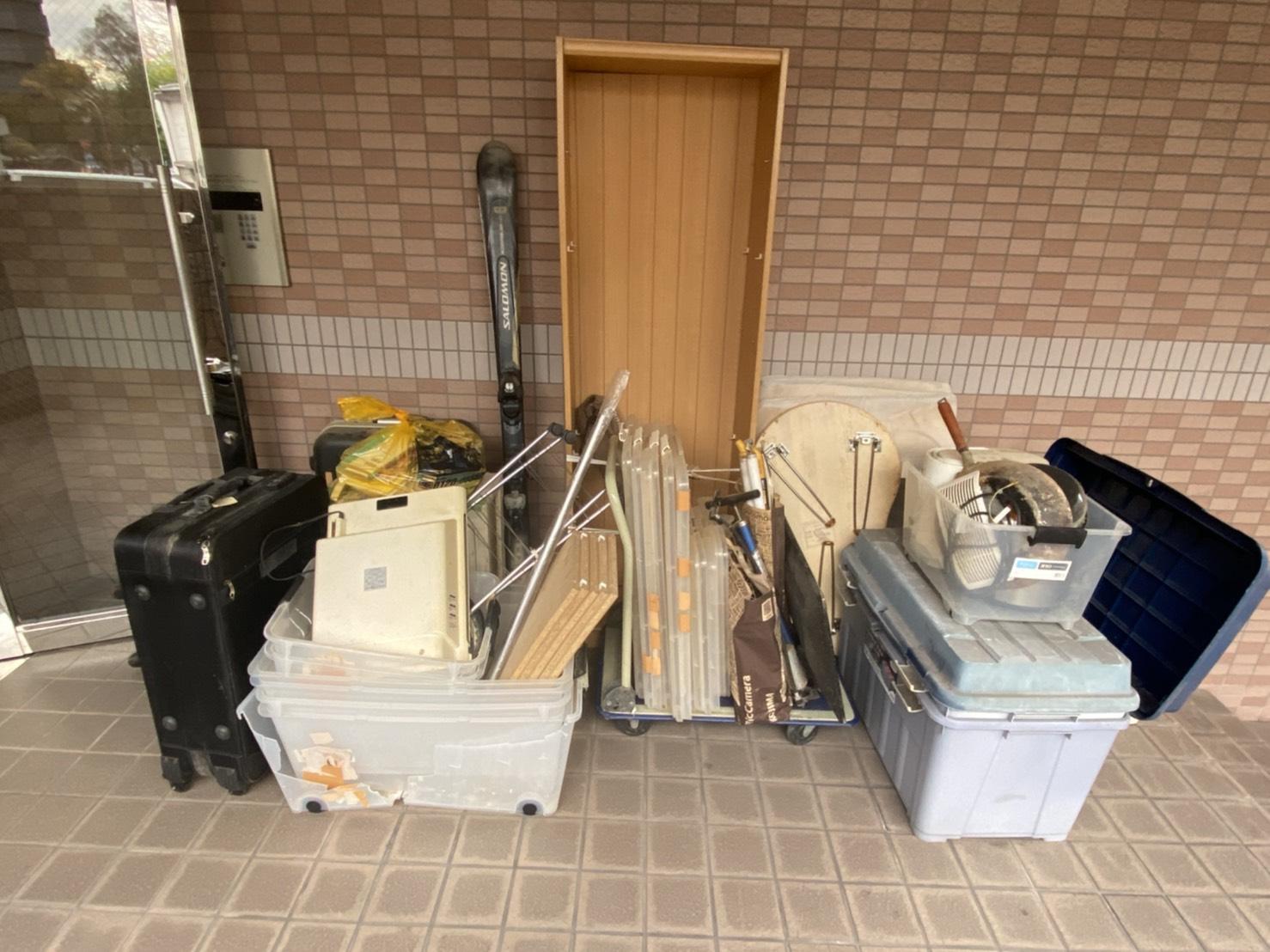 収納ケース、雑貨類などの不用品の回収前