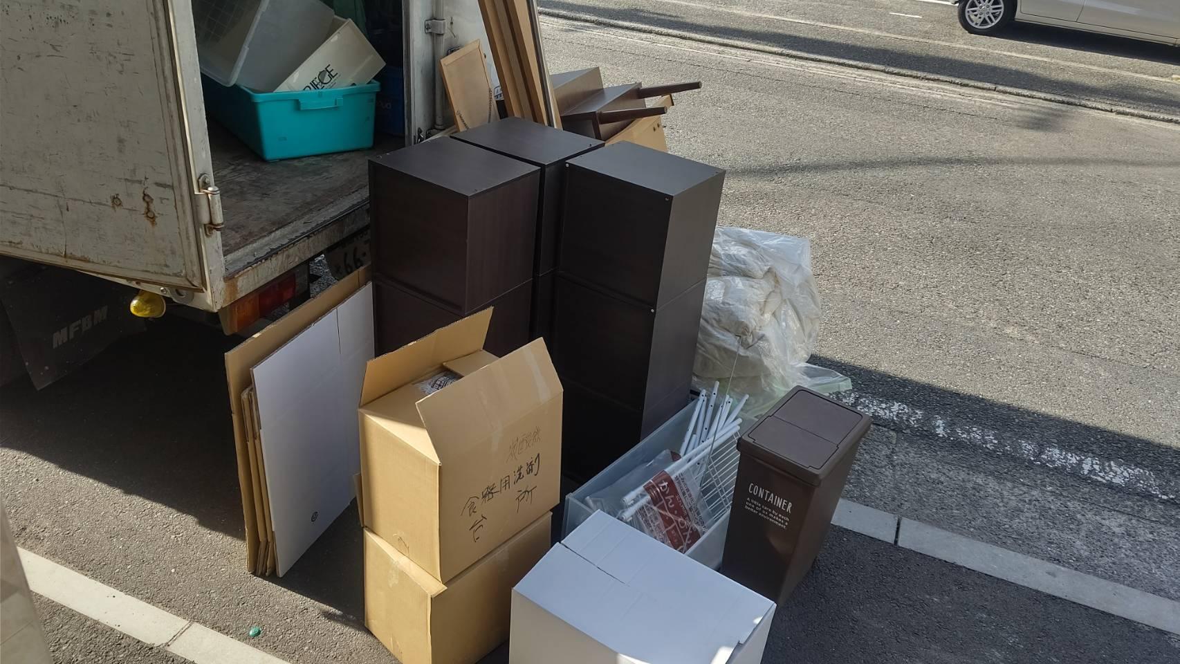 木製の収納ボックス、台所不用品、その他不用の回収前