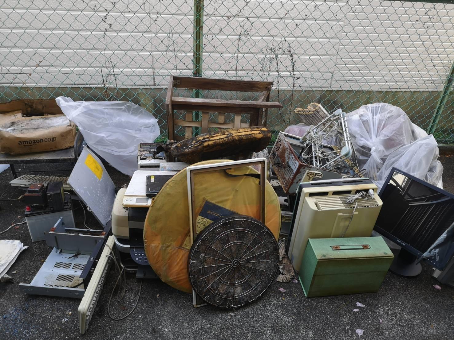 古い家電をはじめとした不用品の回収前