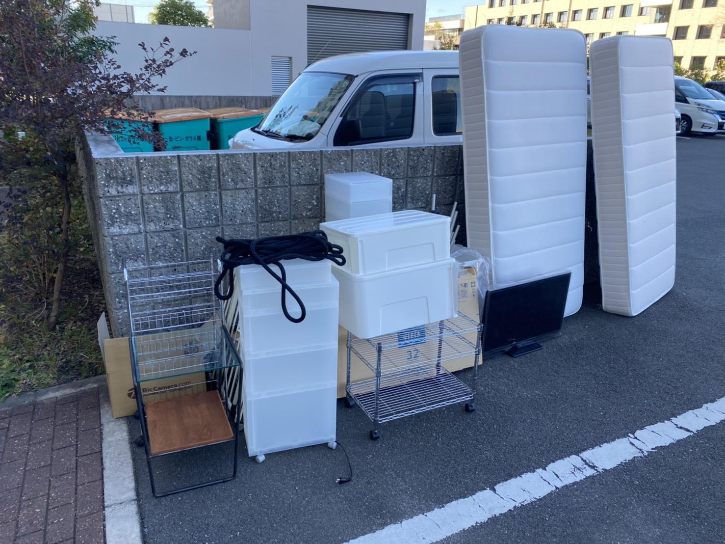 収納ケース、マットレスなどの不用品の回収前