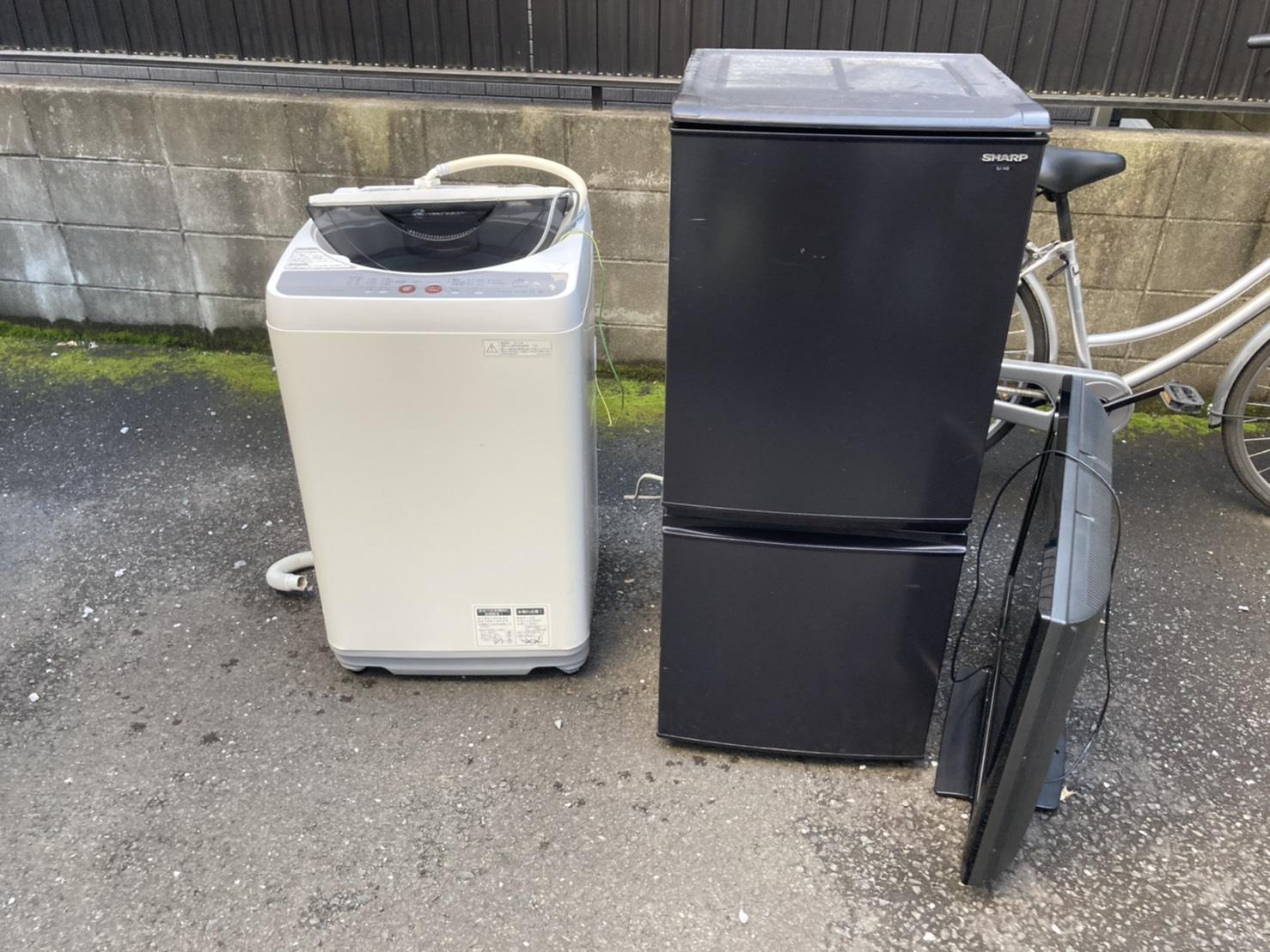 洗濯機、冷蔵庫、テレビの回収前