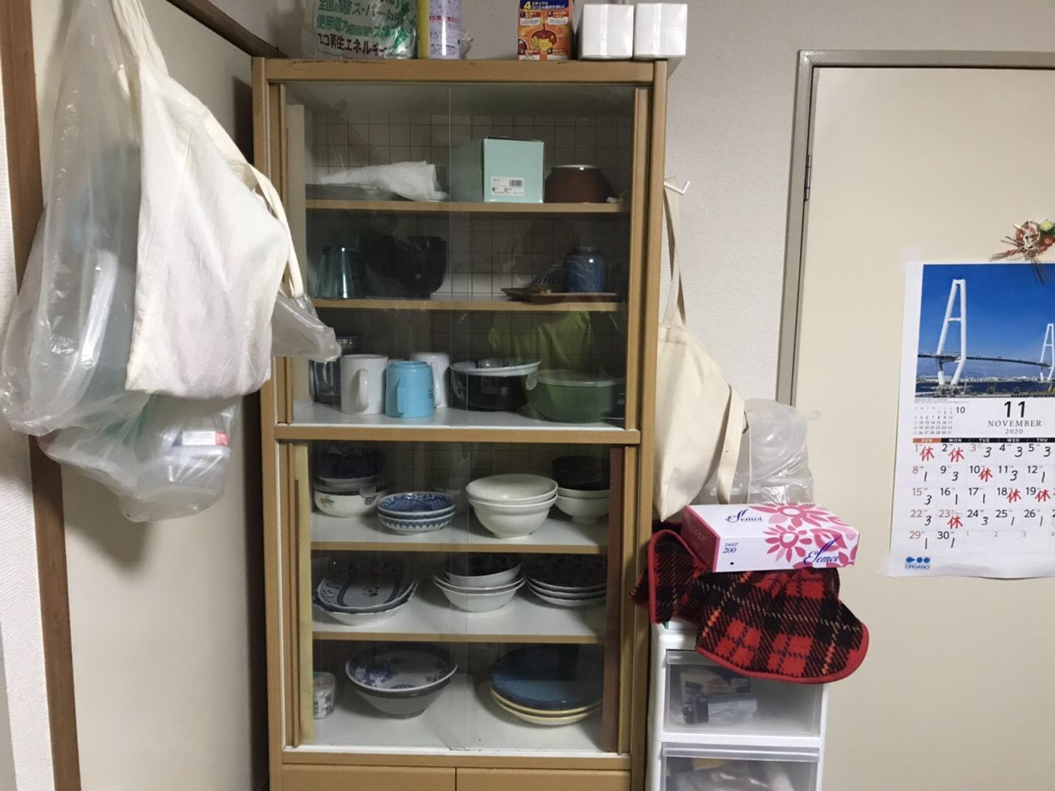 食器棚、食器の回収前