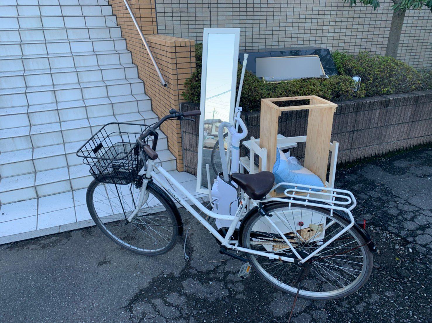 自転車、鏡などの不用品の回収前